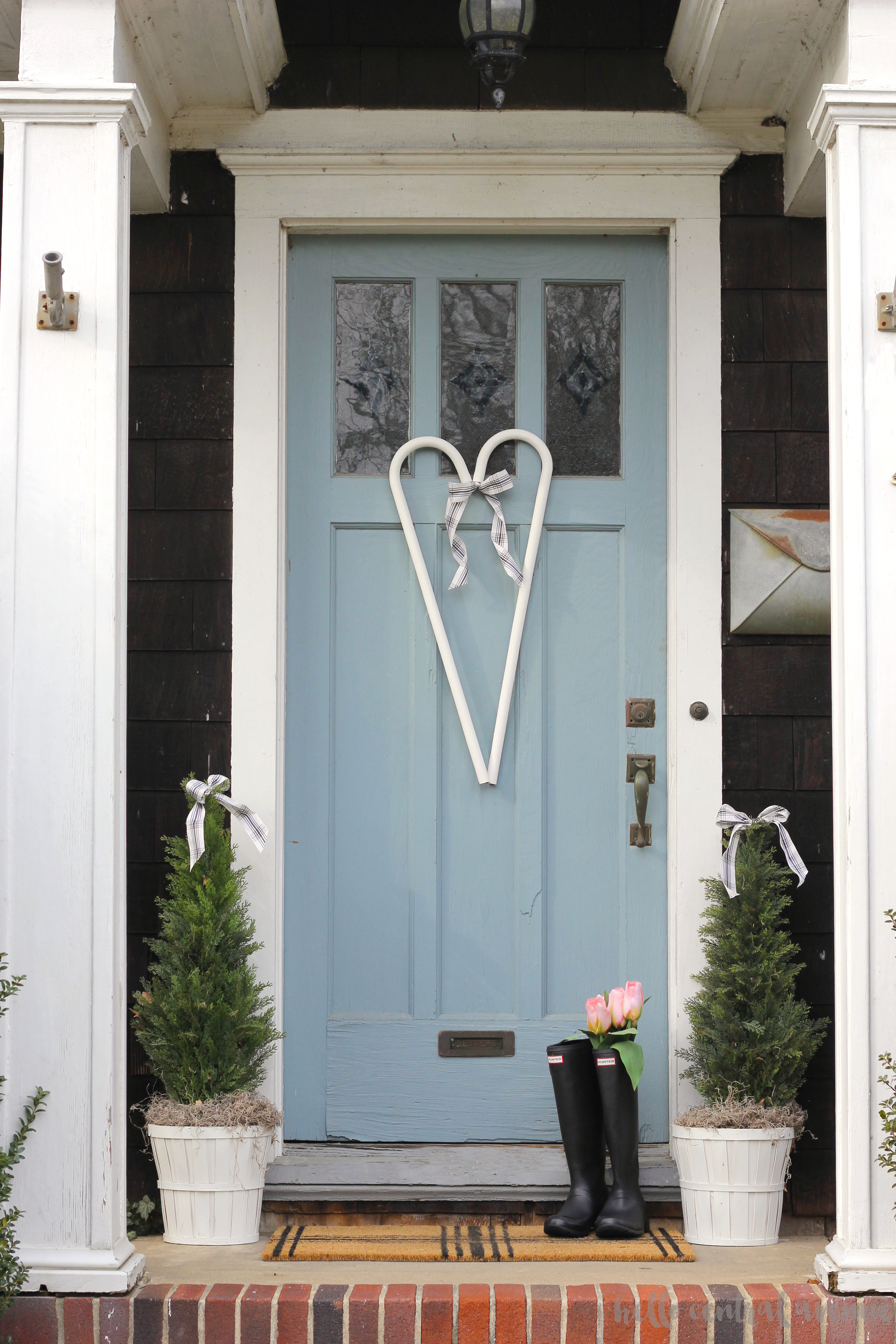 Sweet and simple Valentine's Day front porch. Using black and white to decorate for Valentine's Day.
