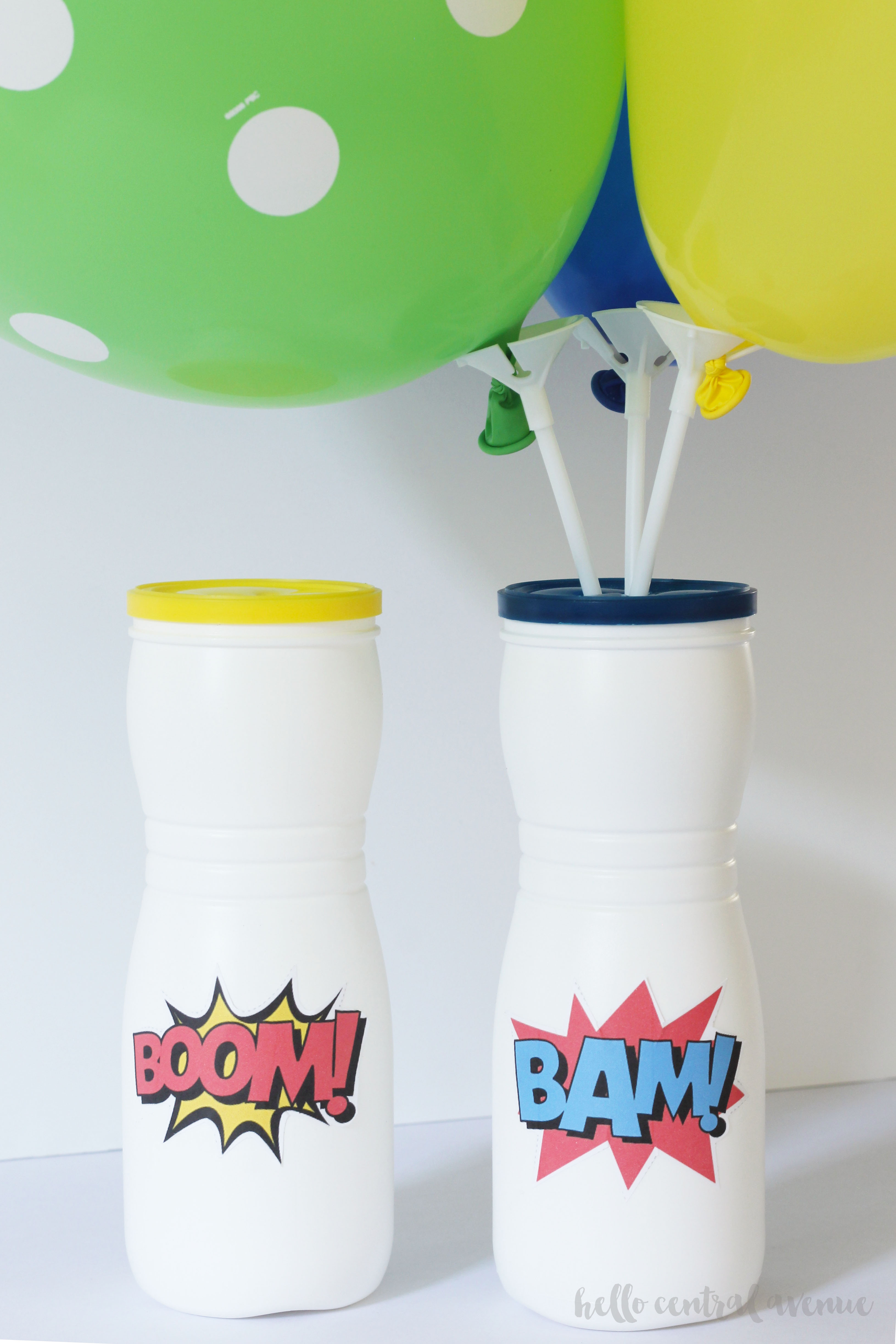Here is an easy diy centerpiece made of balloons and baby puff containers. It's such an easy and cheap centerpiece!