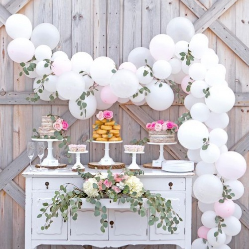 While preparing for the balloon garland making, I've done plenty of research and come up with a plan that works best for me. I scoured Pinterest for some easy ways to make a balloon garland. That means without chicken wire and WITH an automatic air pump!