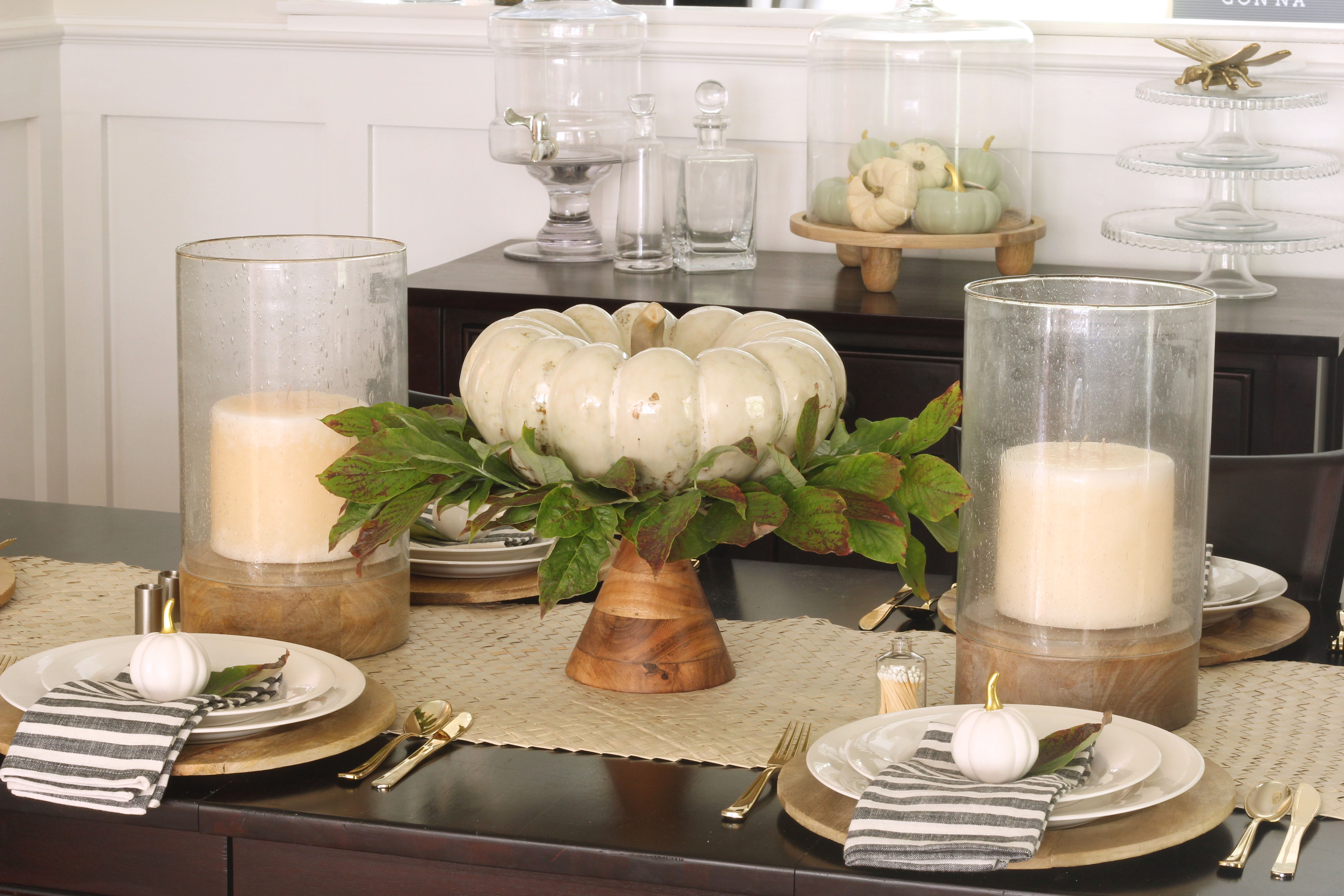 Last week I teamed up with some lovely ladies on Instagram to bring you all a fall home tour! Hopefully you joined us! Today I'm sharing some more fall inspiration from my home. There all affordable and easy ways to cozy up your home this autumn!