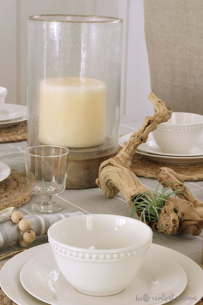 Table setting ideas for every day summer vibes. Coastal table setting with gray and white decor. Natural elements for summer tablescape.